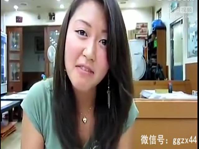 韩国美女生吃活章鱼